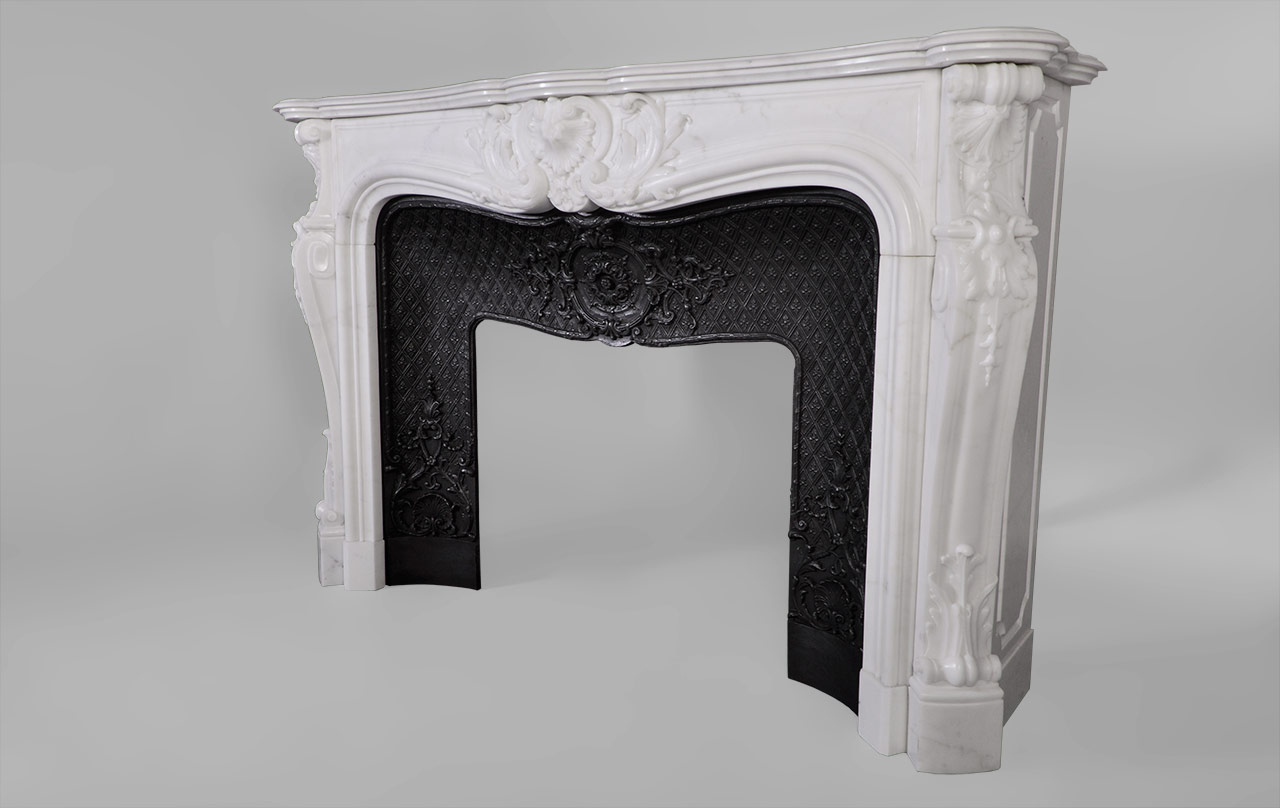 Hotel de lassay custom made marble fireplace mantel of for Model decoration maison