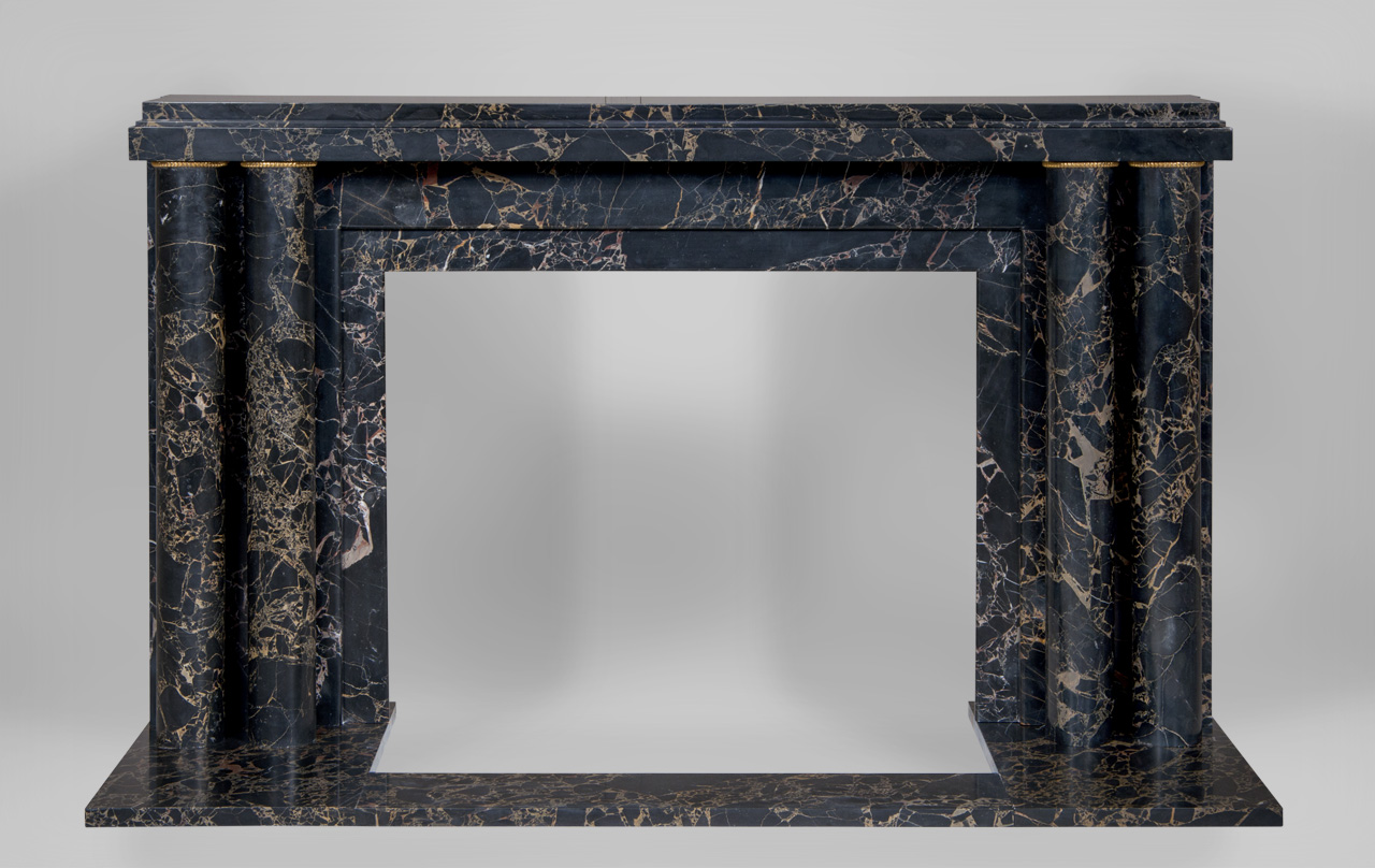 «Paquebot with fluted rings» is a custom-made Art Deco style marble fireplace mantel with discreet gilded bronze ornaments. 